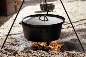Cast-Iron-Old-Camp-Oven